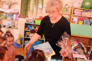 """""""Czytanie na dywanie"""" – w przedszkolu w Trześniowie"""