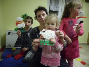 Ozdoby Wielkanocne w bibliotece w Trześniowie